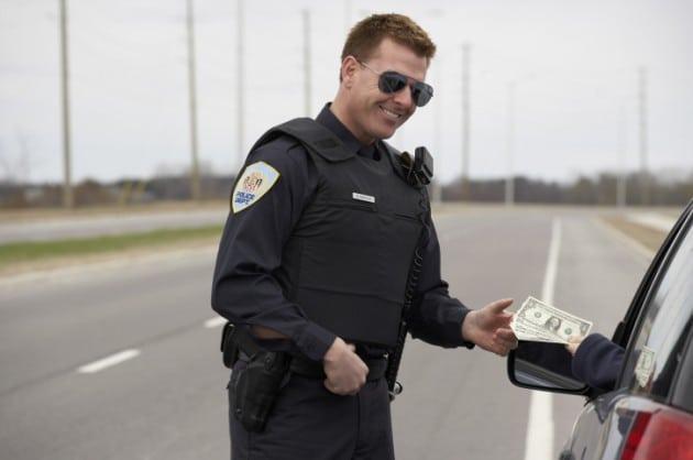 Police-Bribe-Credit-Potoscom--630x418